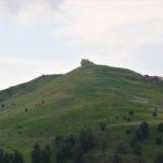 colina enfrente tumba de Toya poblado